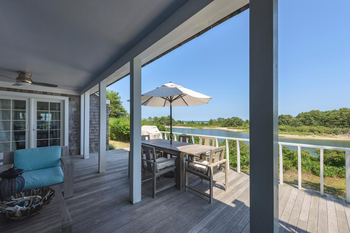 HARTHAVEN WATERFRONT WITH PRIVATE DOCK luxury properties