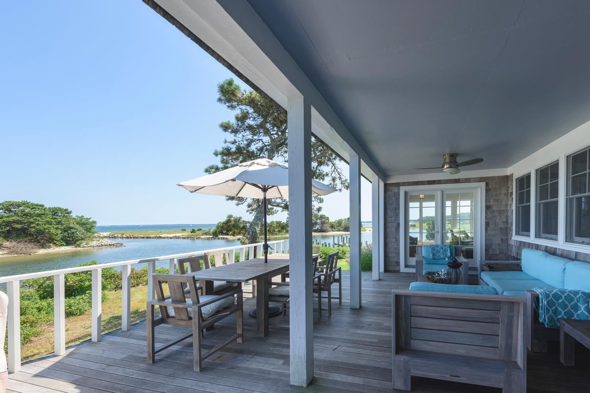 HARTHAVEN WATERFRONT WITH PRIVATE DOCK luxury real estate