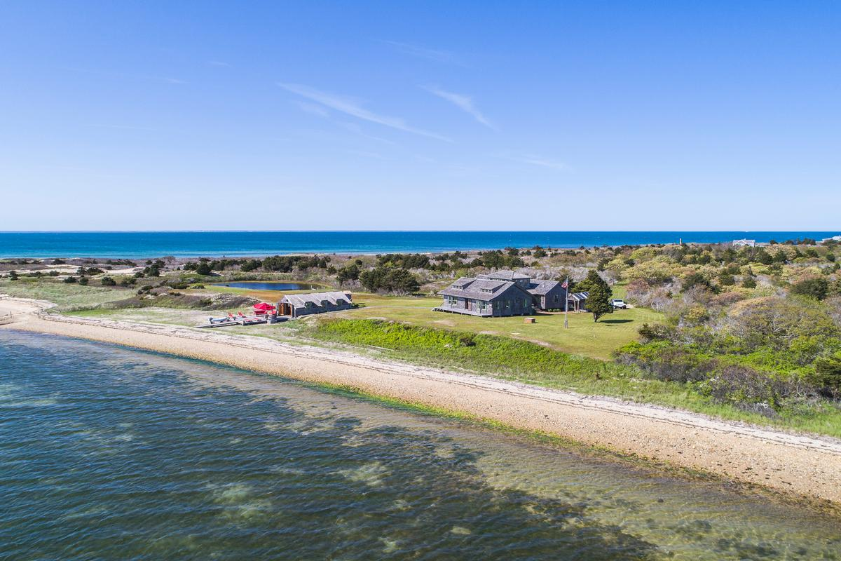 Luxury homes CAPE POGE RETREAT