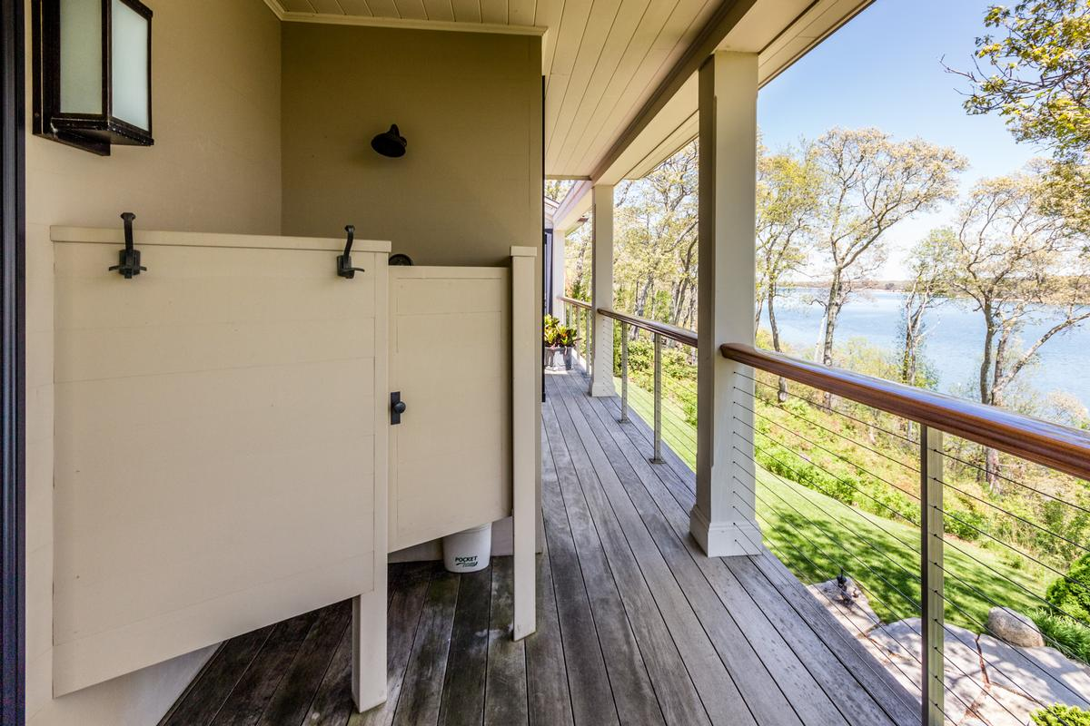 Stunning Elegance on Lagoon Pond luxury properties