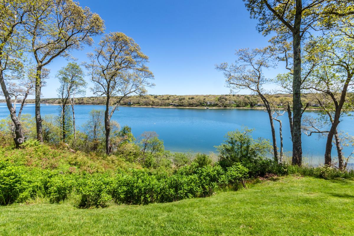 Luxury real estate Stunning Elegance on Lagoon Pond