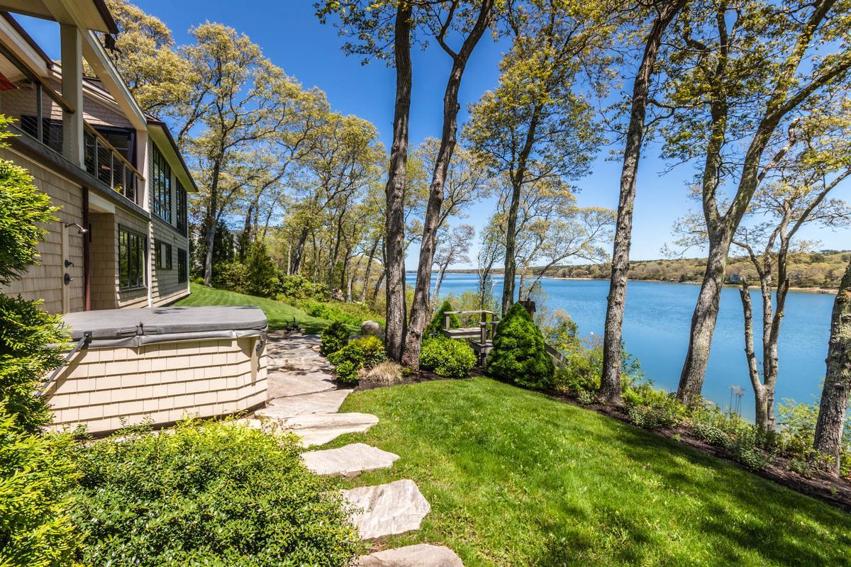 Stunning Elegance on Lagoon Pond luxury real estate