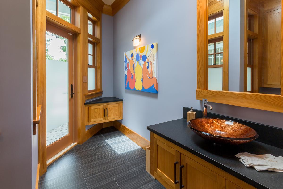 Luxury homes Spacious Vineyard Haven Home
