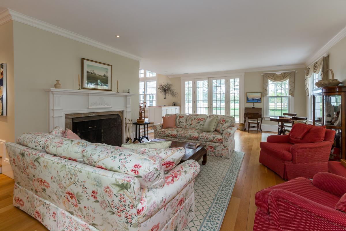 Luxury properties Spacious Vineyard Haven Home