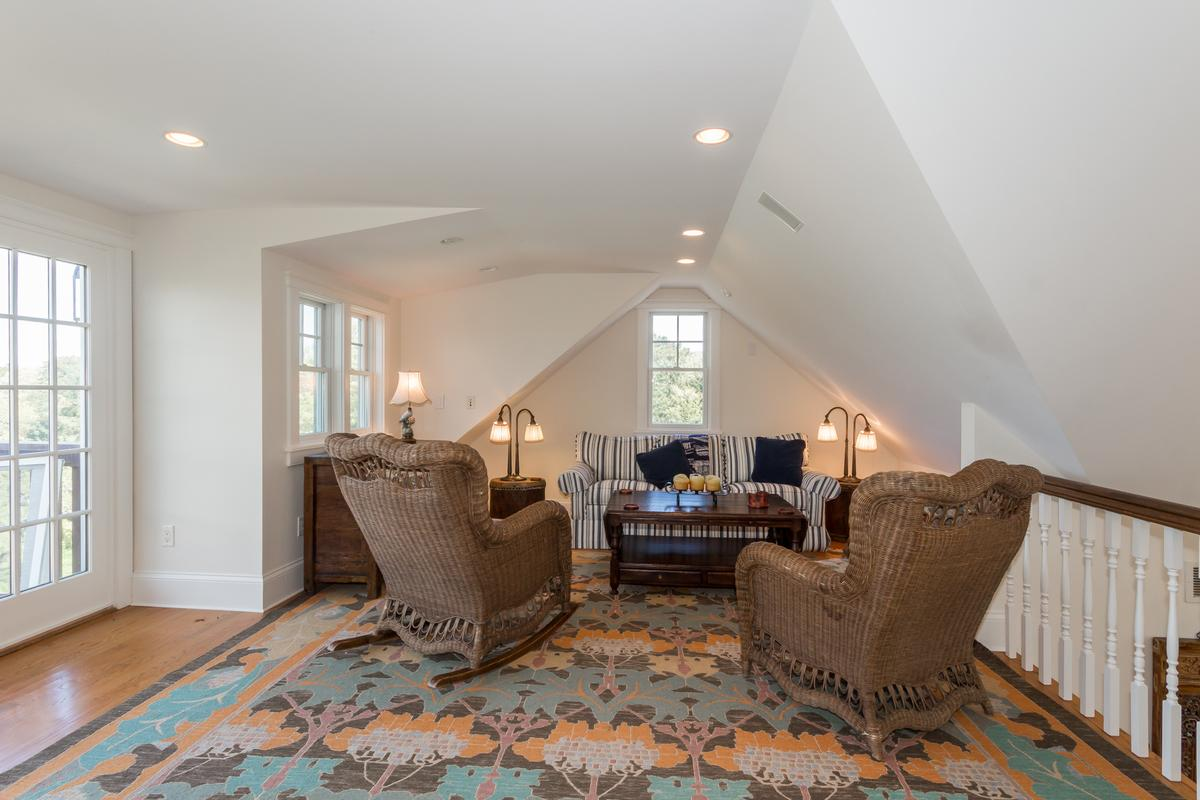 COUNTRY MANOR ON A HILL luxury properties