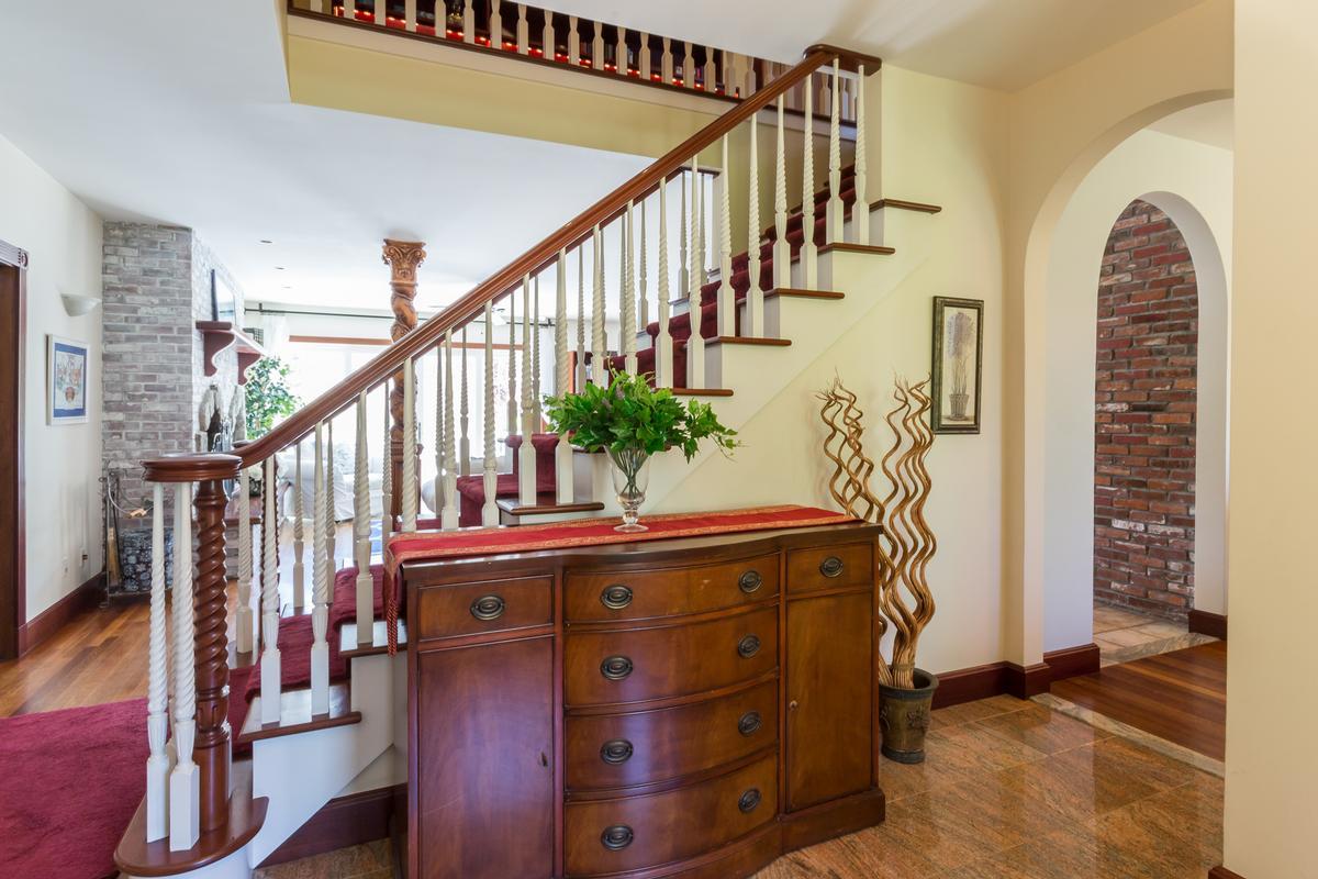Luxury homes DEEP BOTTOM POND