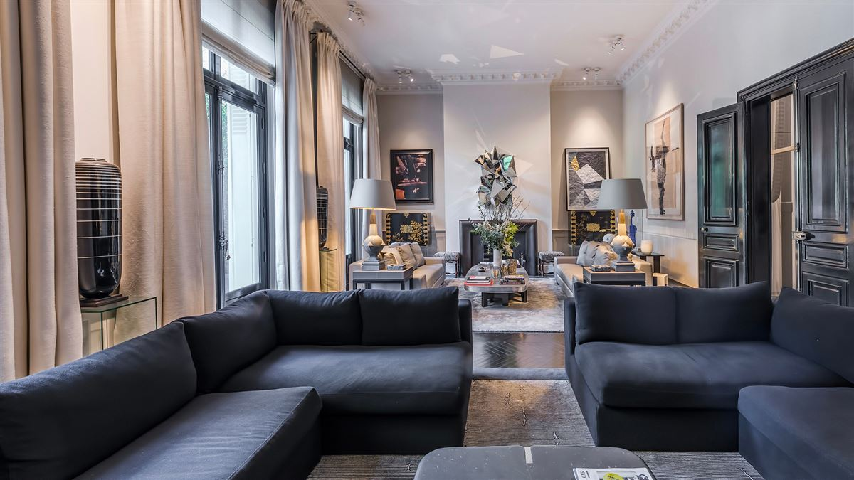 Luxury homes SUMPtuous mansion renovated by luxury architect