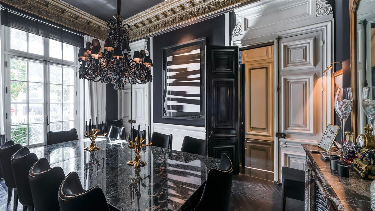 Luxury real estate SUMPtuous mansion renovated by luxury architect