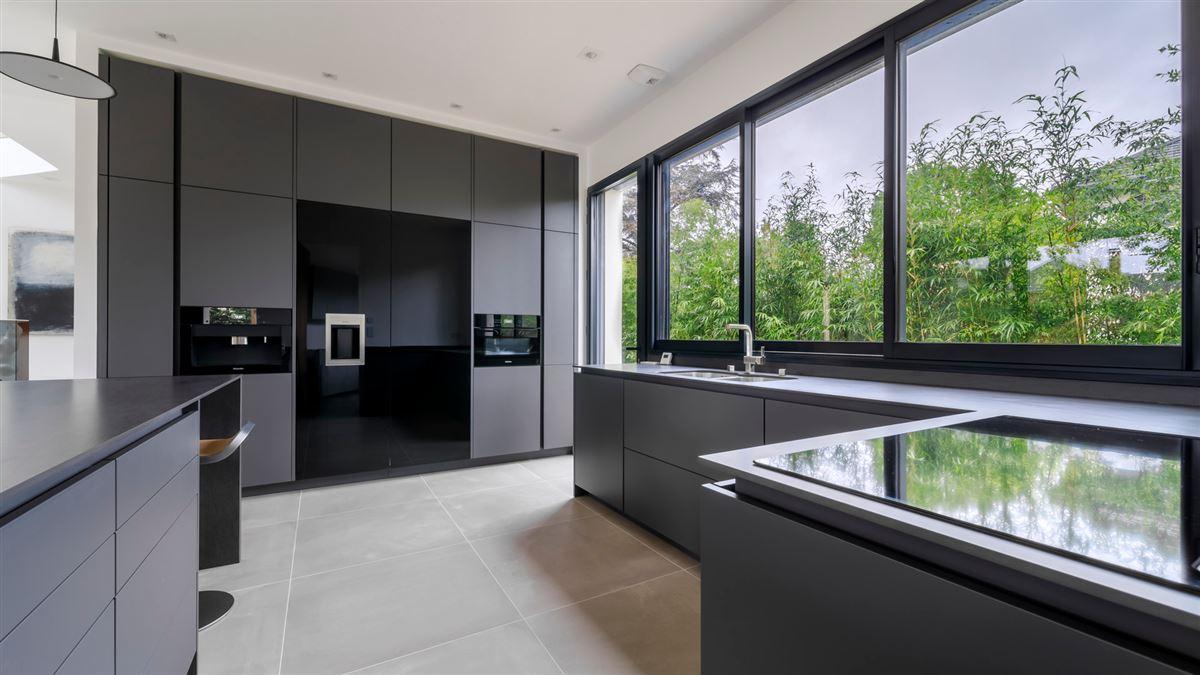 striking modern home and garden luxury homes