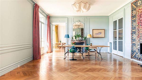 Mansions magnificent apartment at prestigious address