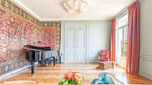 magnificent apartment at prestigious address mansions
