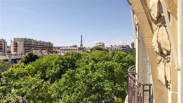Luxury homes in magnificent apartment at prestigious address