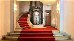 Prestigious apartment in ideal location luxury properties