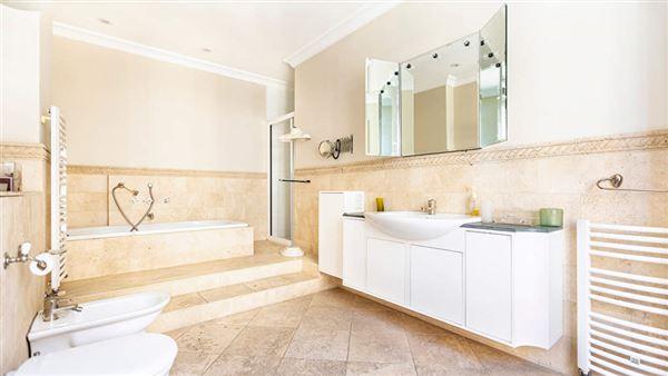 elegant apartment with multiple balconies luxury properties