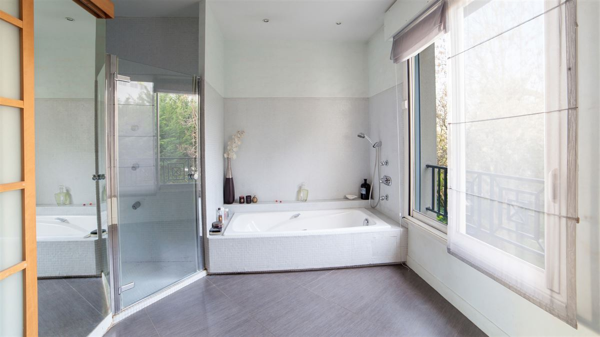 Luxury homes in sought after area near the center of paris