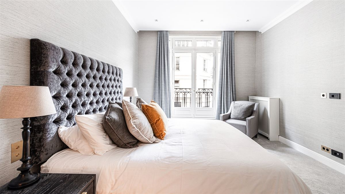 renovated apartment On the banks of the Seine mansions