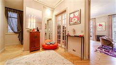 Luxury properties light-filled apartment in ideal location