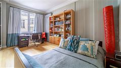 Mansions light-filled apartment in ideal location