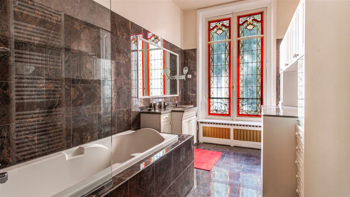 Luxury properties beautiful flat in a 1900 building