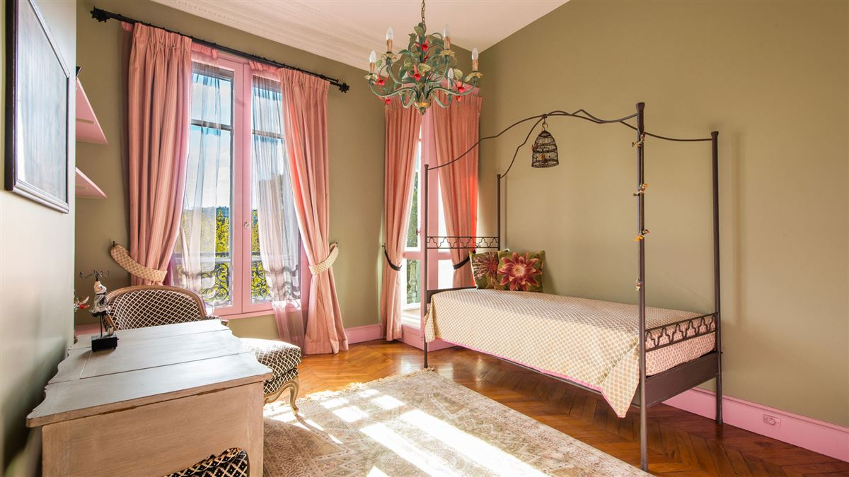 Luxury homes in beautiful flat in a 1900 building