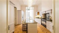 Luxury homes in exquisite renovated flat
