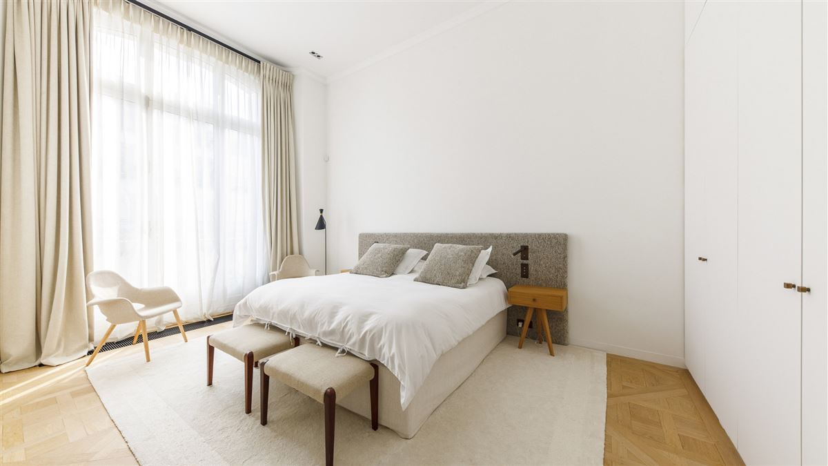 Luxury real estate exceptionally renovated and immaculate apartment