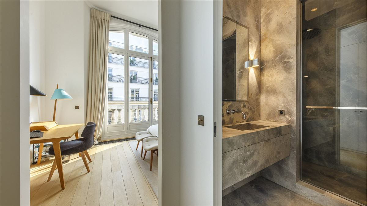 exceptionally renovated and immaculate apartment luxury properties