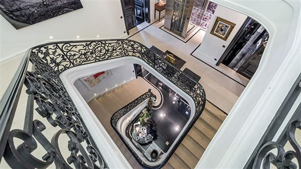 Sumptuous renovated mansion luxury homes