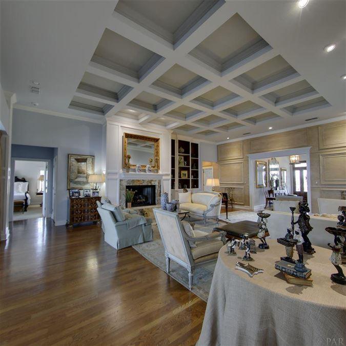 Luxury homes Enjoy breathtaking views