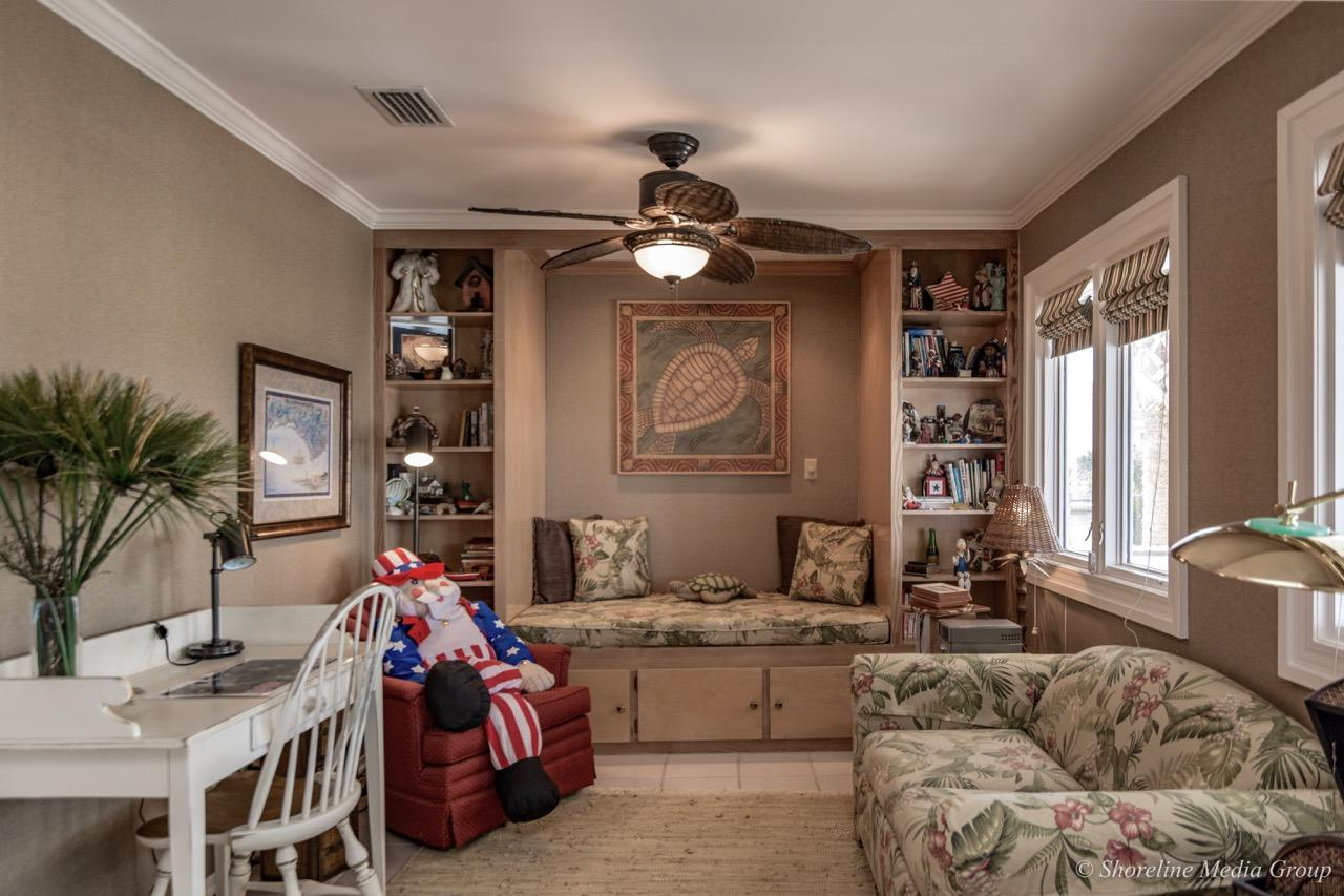 Luxury homes 133 Le Port Dr