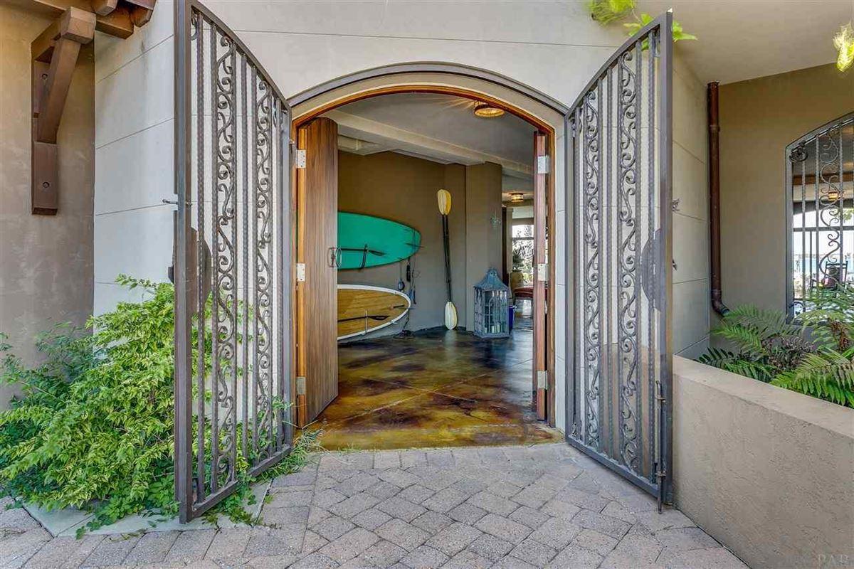 Mansions lovely estate on Santa Rosa Sound