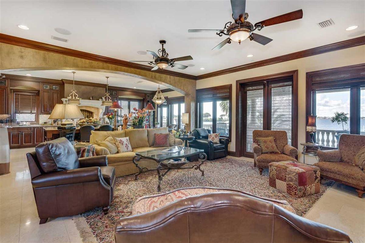 Luxury homes in lovely estate on Santa Rosa Sound