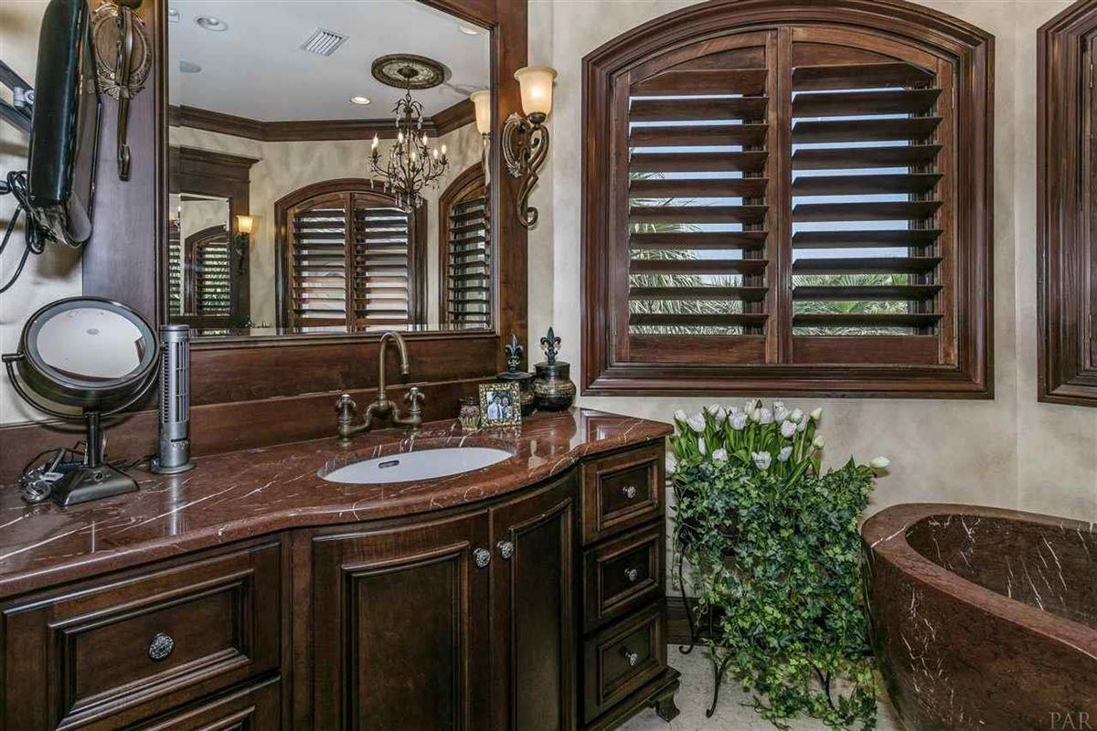 Luxury homes lovely estate on Santa Rosa Sound