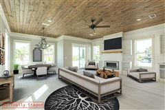 Luxury properties paradisiac Ole River home