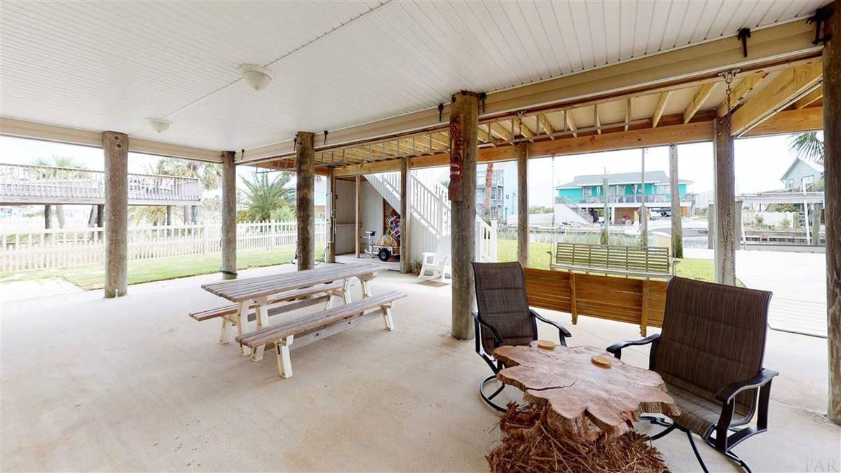 Luxury homes Canal Hideaway