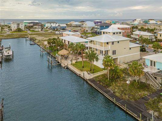 Canal Hideaway luxury properties