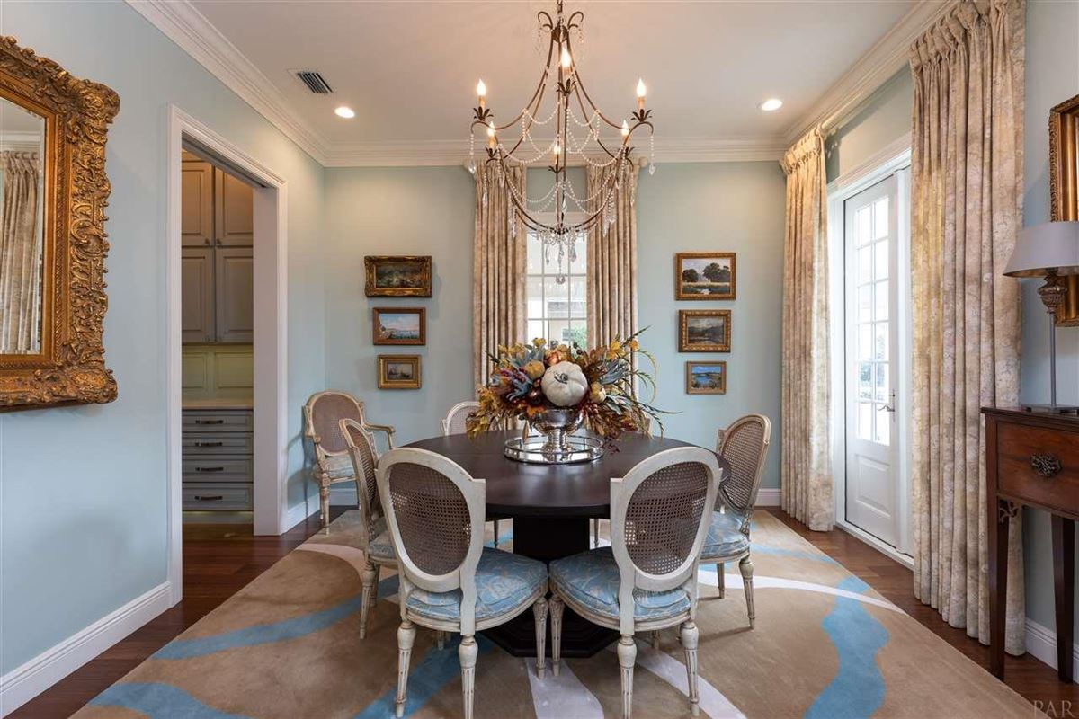 Luxury homes in Elegant and sophisticated home