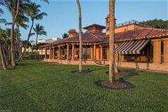 Luxury homes in the pinnacle of beachfront luxury living
