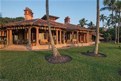 Mansions in the pinnacle of beachfront luxury living