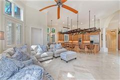Luxury homes Amazing fairway golf home