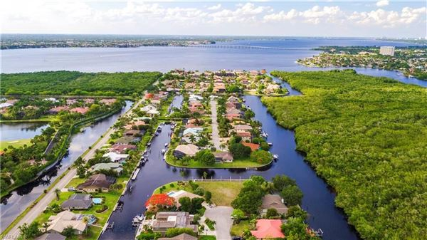 Luxury homes most desirable boating community