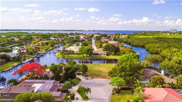 most desirable boating community luxury homes