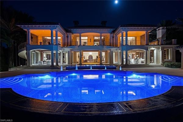Luxury homes in La Capanna