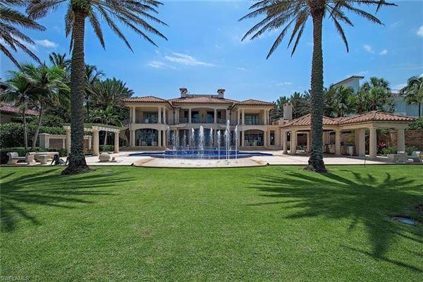 Mansions in La Capanna