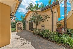 Luxury properties turnkey furnished villa in Serafina at Tiburon