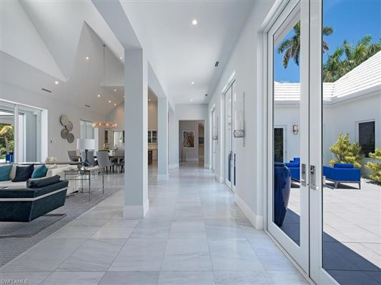 Luxury real estate new contemporary home in Aqualane Shores