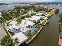 Luxury homes in new contemporary home in Aqualane Shores