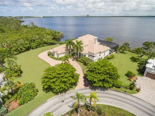 Luxury homes Premier riverfront home on Waite Island
