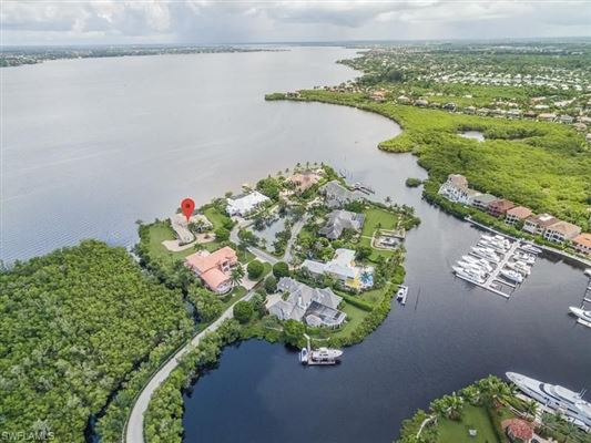 Premier riverfront home on Waite Island luxury homes