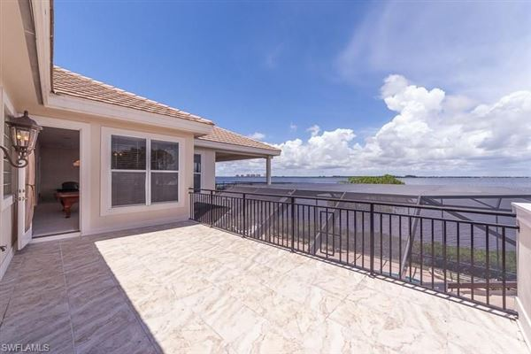 Premier riverfront home on Waite Island luxury properties